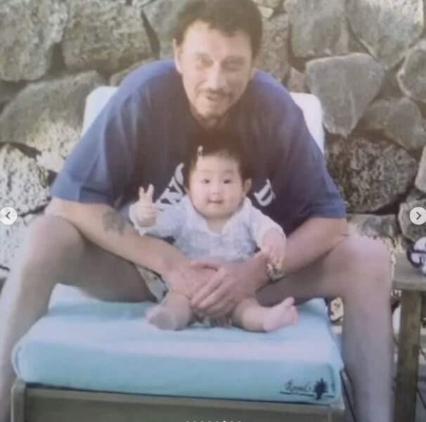 Johnny Hallyday et la petite Jade, en 2004