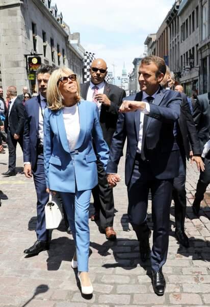 Brigitte Macron en tailleur pantalon pervenche le 7 juin 2018 au Québec.