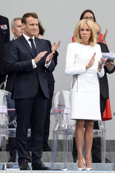 Brigitte Macron, opte pour une robe droite Louis Vuitton le 14 juillet 2019.
