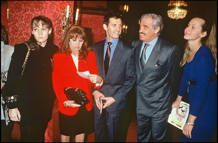 Jean-Paul Belmondo, Patricia Belmondo, Élodie Constantin, Paul Belmondo, et Luana à Paris en 1992
