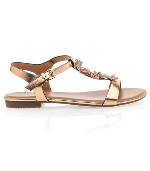 Sandales dorés, Besson, 29,99 euros.