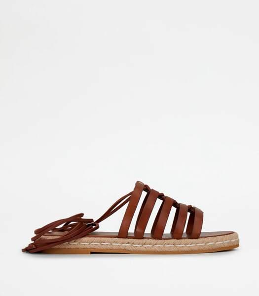 Sandales en cuir marron, Tod's, 490 euros.