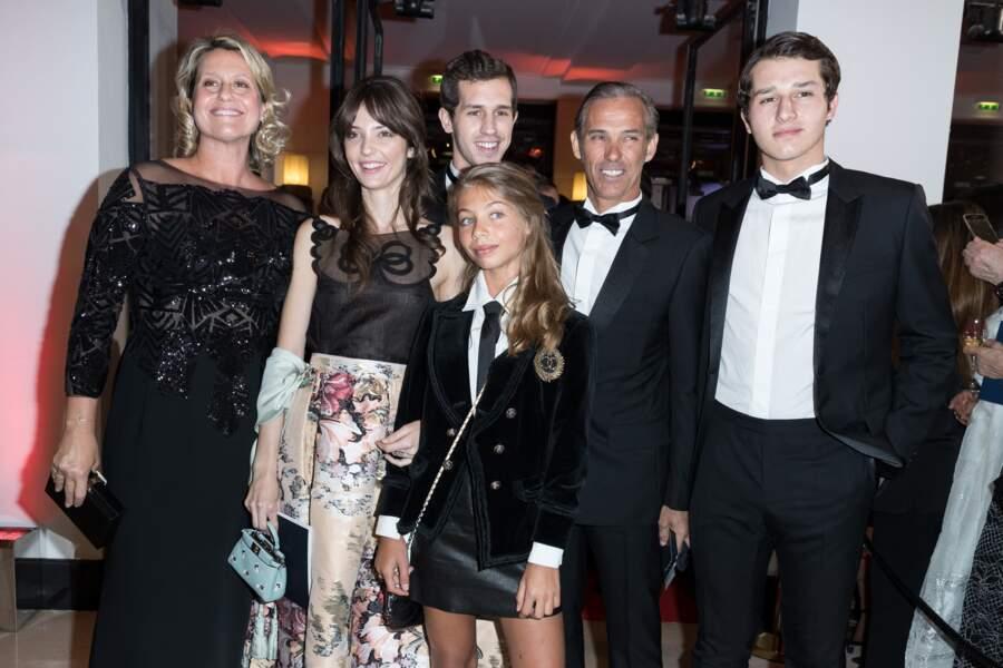 Paul Belmondo et sa famille à la 42ème cérémonie des César à la salle Pleyel à Paris le 24 février 2017