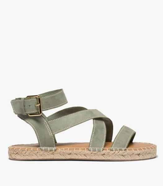 Sandales plates kaki, Gémo, 32,99 euros.