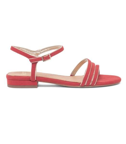 Sandales en cuir suédé rose bordées d'or, Eram, 44,90 euros.
