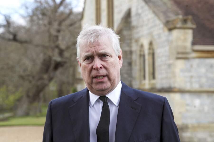 Le prince Andrew, devant la chapelle royale à Windsor