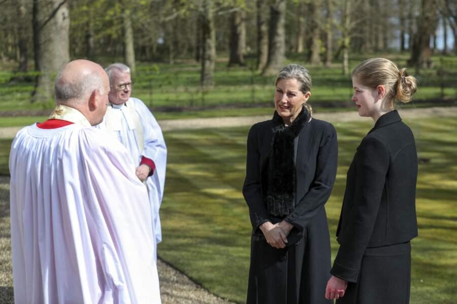 Sophie de Wessex et Lady Louise rendent hommage au prince Philip