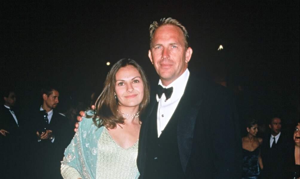 Kevin Costner et son ex-épouse Cindy lors de la soirée des Oscars organisée par Vanity Fair, à Los Angeles en 1999