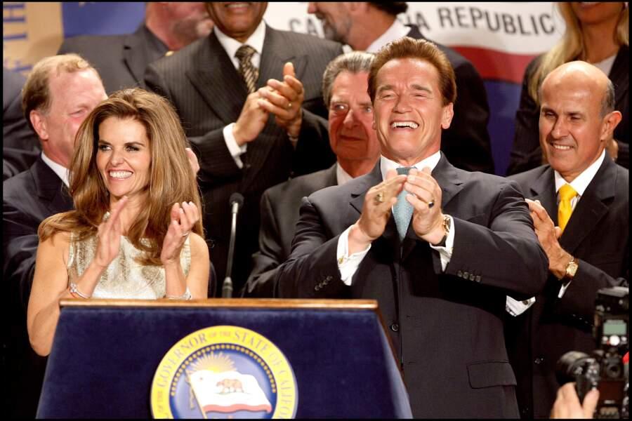 Arnold Schwarzenegger entouré de sa femme et de ses 4 enfants lors de sa réélection au poste de gouverneur de l'Etat de Californie