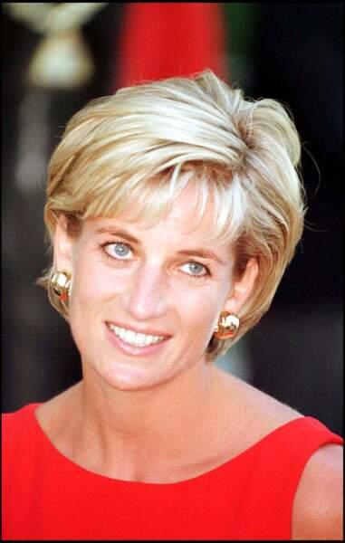 La princesse Diana avec sa coupe courte et son blond doré irrésistible.