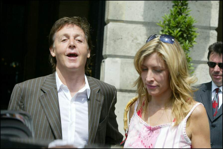 Paul McCartney et Heather Mills sortent du Ritz à Paris, le 25 juin 2004