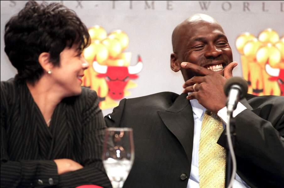 Michael Jordan et son épouse Juanita Vanoy, lors d'une conférence de presse, le 13 janvier 1999