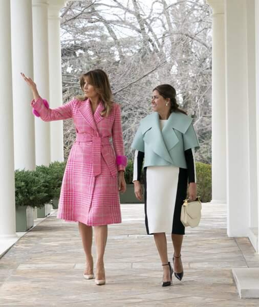 Melania Trump porte un trench rose bonbon en février 2019 à la Maisonn Blanche