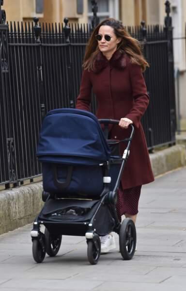Pippa Middleton arpentant Brompton Road toute pimpante avec sa fille, le 13 avril 2021