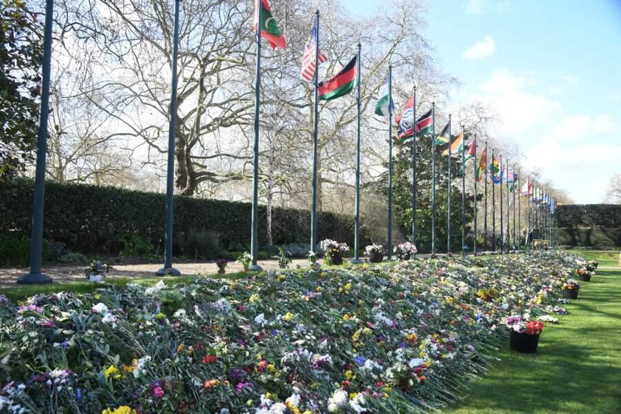 Parterre de fleurs en hommage au prince Philip, dans les jardins de Marlborough House à Londres.