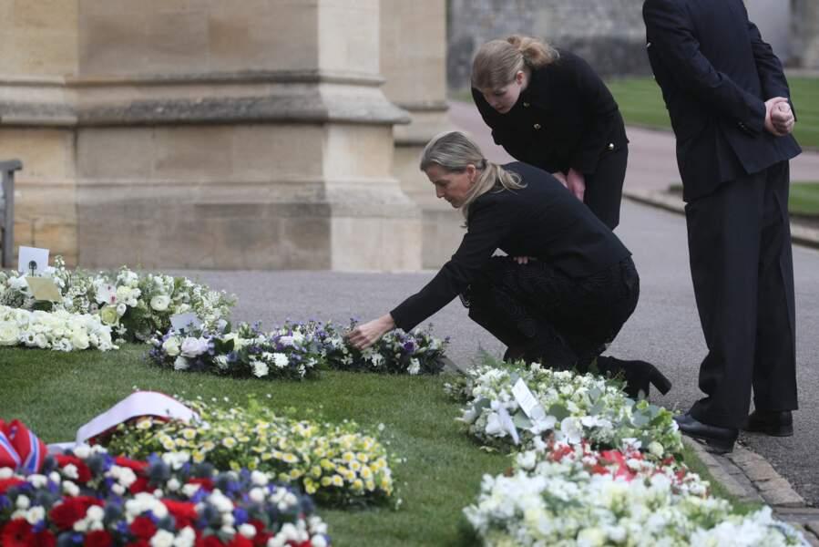 Le lendemain, les funérailles du prince Philip seront organisées mais seuls 30 invités sont prévus à cause des restrictions sanitaires.