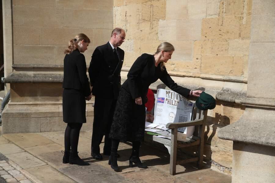 Emus, ils ont pris le temps de regarder les messages en hommage au duc d'Edimbourg.