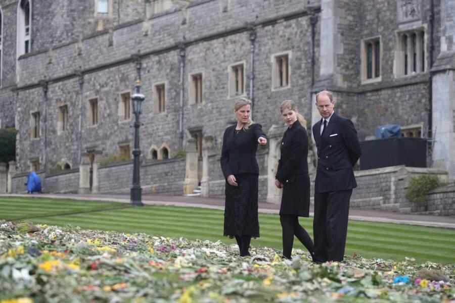 Le prince Edward, Sophie de Wessex et leur fille Lady Louise près de la chapelle Saint-Georges de Windsor à la veille des funérailles du prince Philip, le 16 avril 2021