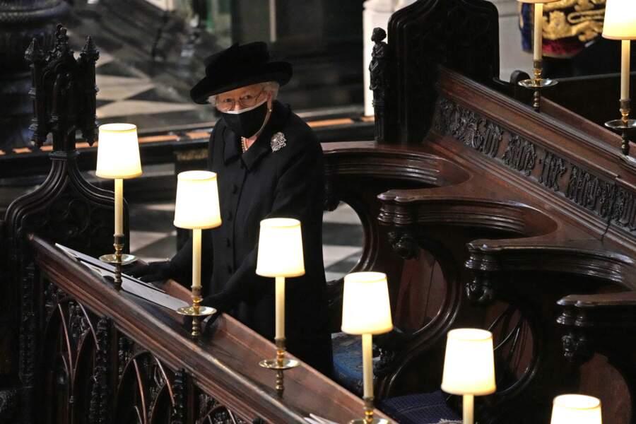 Sa Majesté Elizabeth II n'a pas pu être accompagnée par sa dame de compagnie au sein de la chapelle