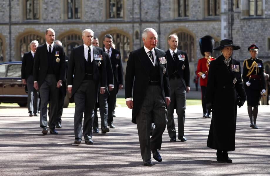 Le prince Charles, la princesse Anne, le prince William, le prince Andrew, Edward de Wessex derrière le cercueil du prince Philip