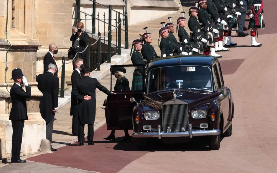 Camilla Parker Bowles devant le château de Windsor