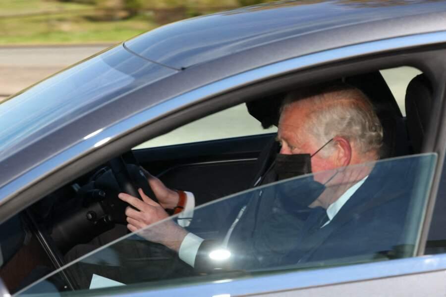 Le prince Charles arrive au château de Windsor ce samedi 17 avril 2021