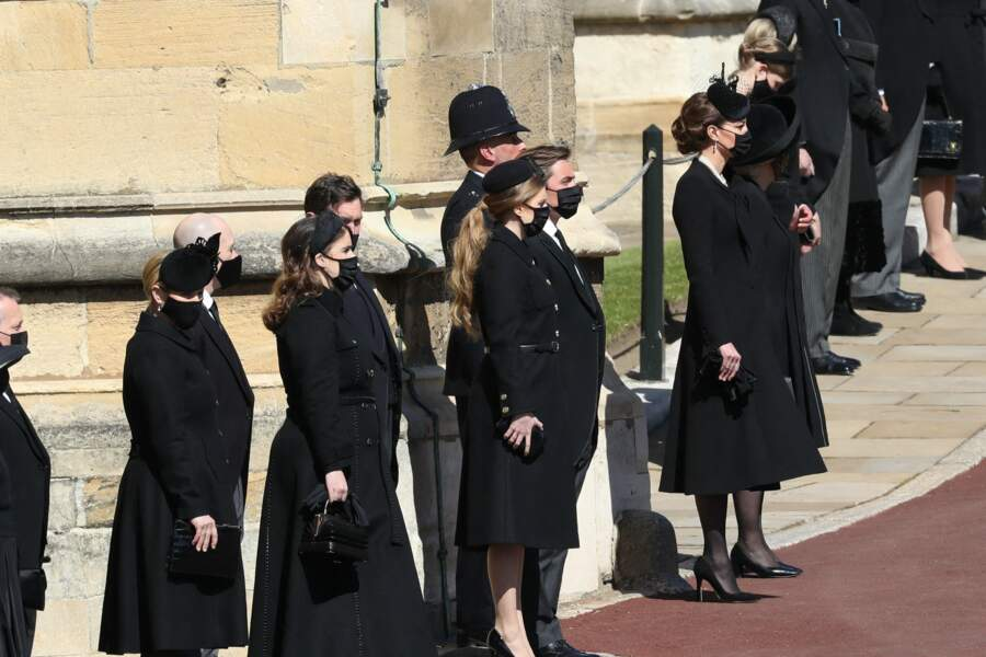 Les membres de la famille royale devant le château de Windsor