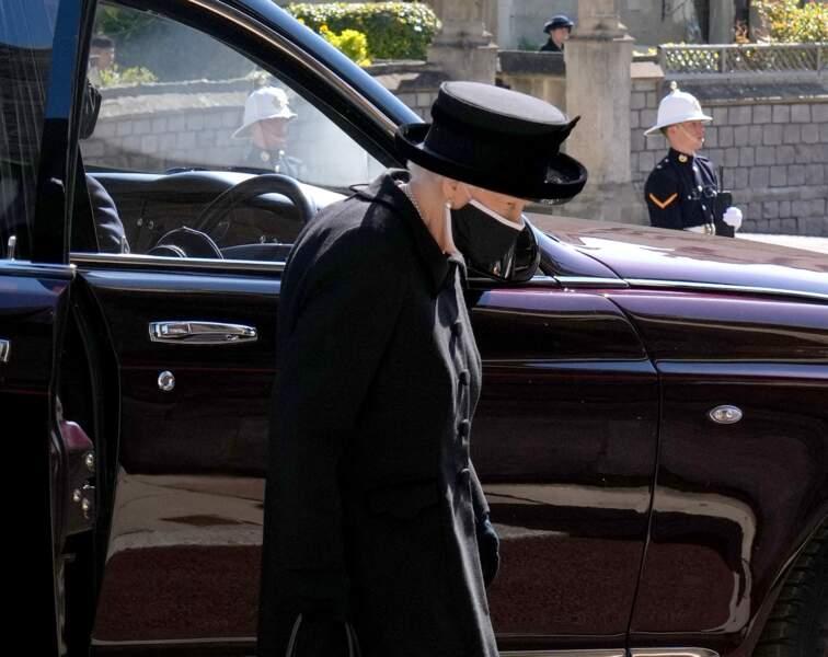 Sa Majesté Elizabeth II arrive au château de Windsor et est accueillie par l'archevêque de Canterbury ce samedi 17 avril 2021