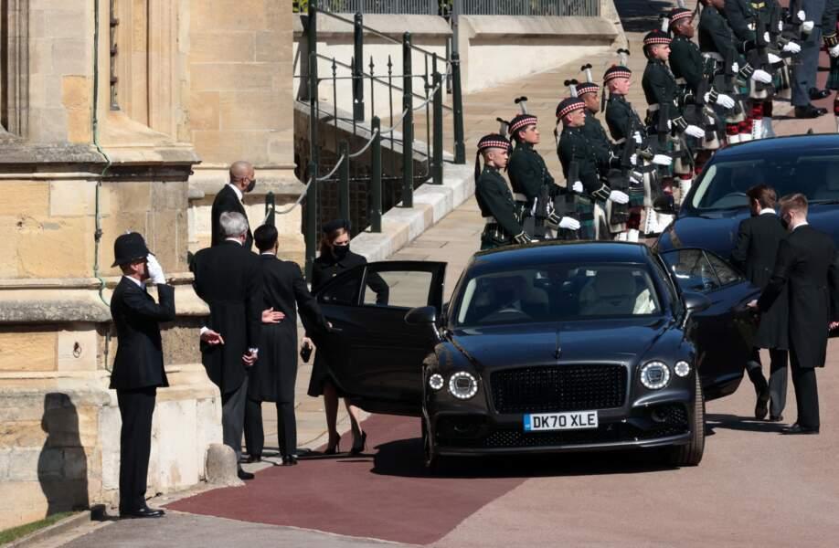 Beatrice d'York devant le château de Windsor ce samedi 17 avril