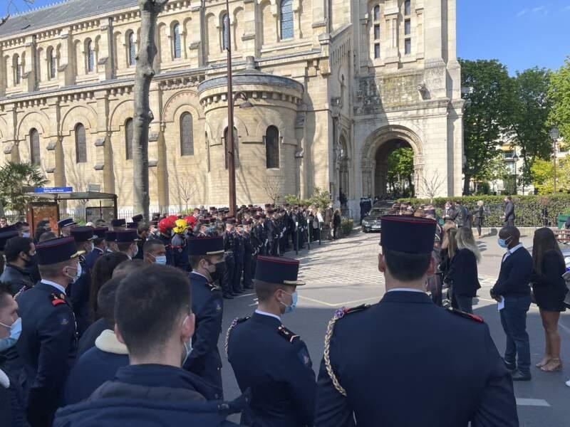La grande famille des pompiers a fait une haie d'honneur, lors des obsèques d'Andreas Laroche-Joubert, ce 19 avril 2021, à Neuilly-sur-Seine.