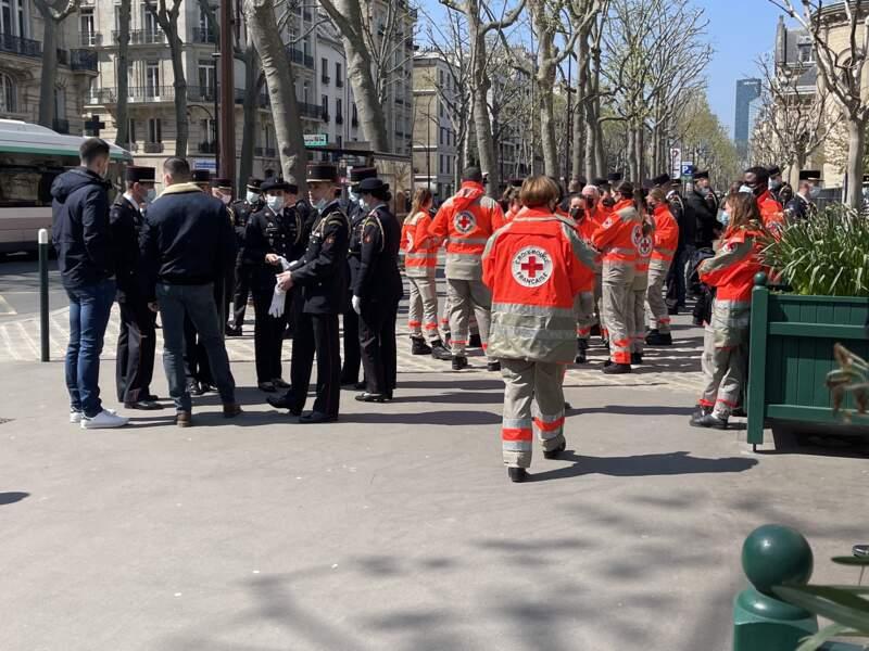 La grande famille des pompiers de Paris et de la Croix-rouge française avait fait le déplacement pour les obsèques d'Andreas Laroche-Joubert, ce 19 avril.