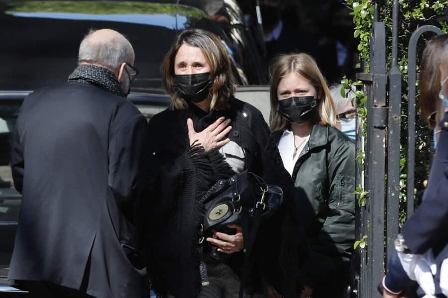 Alexia Laroche-Joubert, entourée de son père, Patrick Laroche-Joubert, et de sa fille, Isaure Multrier, aux obsèques de son frère, Andreas, à l'église Saint-Pierre de Neuilly-sur-Seine, le 19 avril 2021.