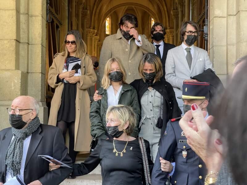 Alexia Laroche Joubert, avec sa fille, Isaure, et son père Patrick Laroche-Joubert, son épouse Isabelle Deschamps de Paillette, et Fabrice Laroche-Joubert, aux funérailles d'Andreas, à Neuilly-sur-Seine, ce 19 avril 2021.