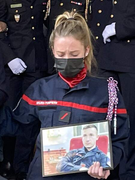 Les pompiers de Paris ont rendu hommage à Andreas Laroche-Joubert, lors de ses obsèques, ce 19 avril 2021.