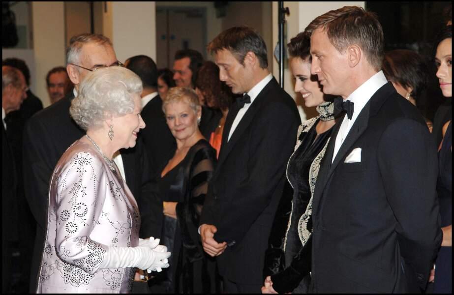 Elizabeth II, Daniel Craig et Eva Green