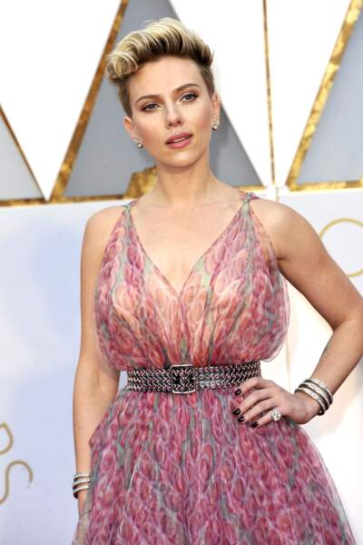 Scarlett Johansson et sa coupe sexy rock aux Oscars 2017