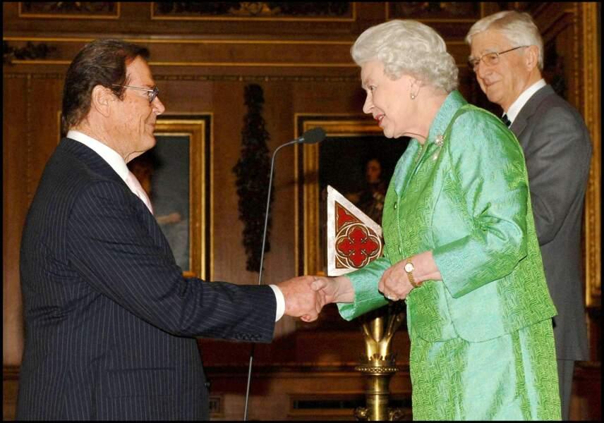 Elizabeth II et Roger Moore