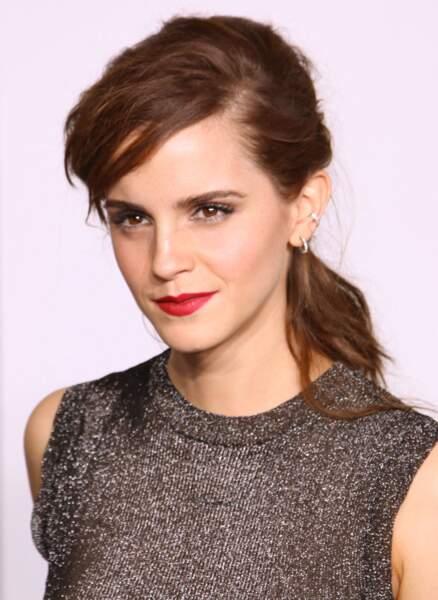 Emma Watson et sa queue de cheval Rock lors des Oscars 2014