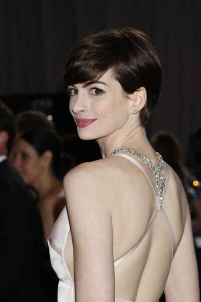 Anne Hathaway et sa coupe courte garçonne, aux Oscars 2013