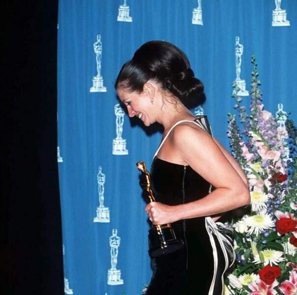 Julia Roberts et son chignon banane lors des oscars en 2001