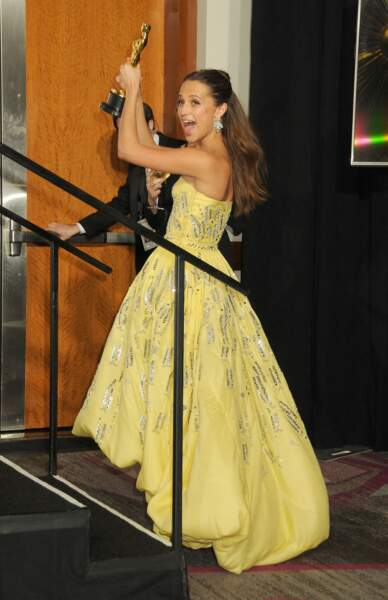 Alicia Vikander et son demi chignon aux Oscars 2016