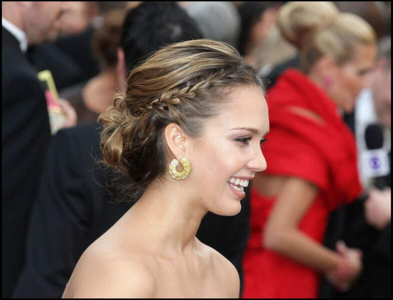 Jessica Alba et son chignon tressé aux Oscars 2008