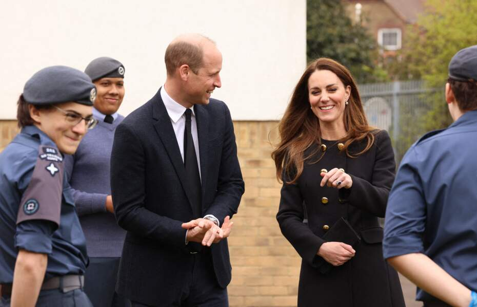 Kate Middleton et le prince William souriant à Londres ce 21 avril 2021