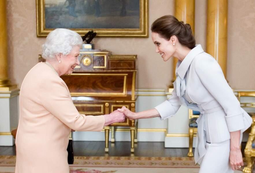 Elizabeth II et Angelina Jolie