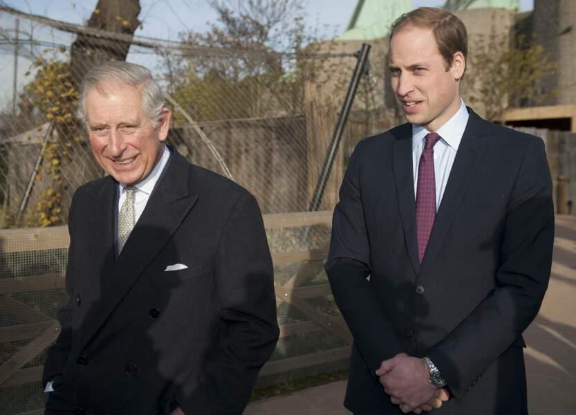 Le prince Charles et son fils le prince William à Londres, le 26 novembre 2013.