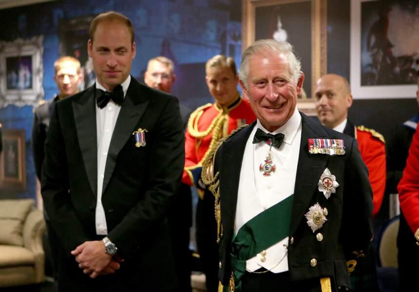 Le prince William et son père Charles au Château d'Edimbourg le 16 août 2017.
