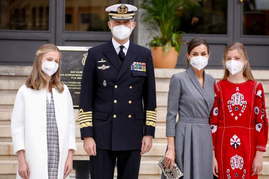 Le roi Félipe VI d'Espagne, Letizia d'Espagne et leurs enfants, Leonor et Sofia ce 22 avril à l'inauguration du sous-marin Isaac Peral en Espagne