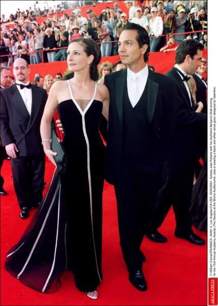 Julia Roberts aux bras de Benjamin Bratt lors de la 73e cérémonie des Oscars.