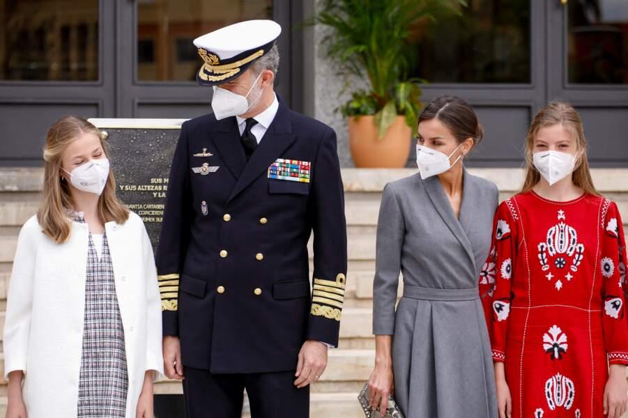 Le roi Felipe VI d'Espagne, son épouse, la reine Letizia d'Espagne et leurs filles Leonor et Sofia au lancement du sous-marin S-81 'Isaac Peral' à Carthagène, le 22 avril 2021