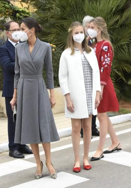 La reine Letizia d'Espagne et ses filles, Leonor et Sofia durant l'inauguration du sous-marin Isaac Peral en Espagne jeudi 22 avril 2021